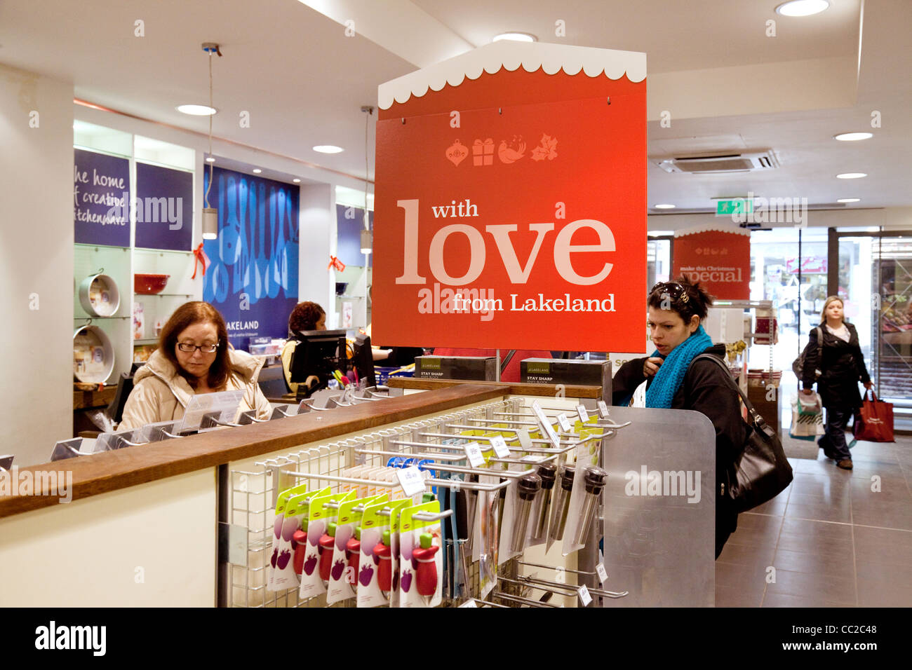 Shoppers in Lakeland Plastics store, Cambridge, UK - Stock Image