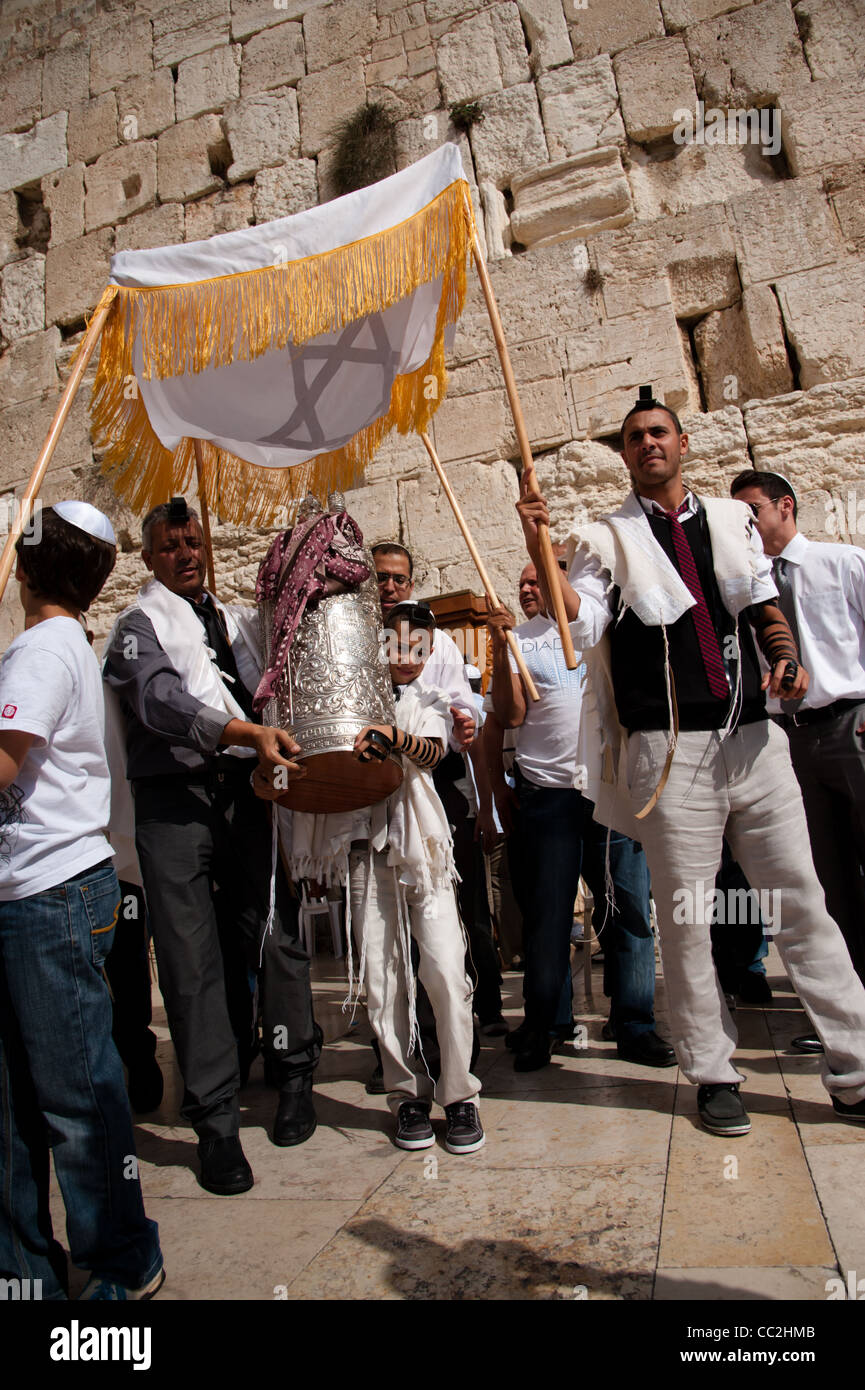 Jewish worshippers gather for a Bar Mitzvah, the Jewish rite of passage from boyhood to manhood at the Western Wall. - Stock Image