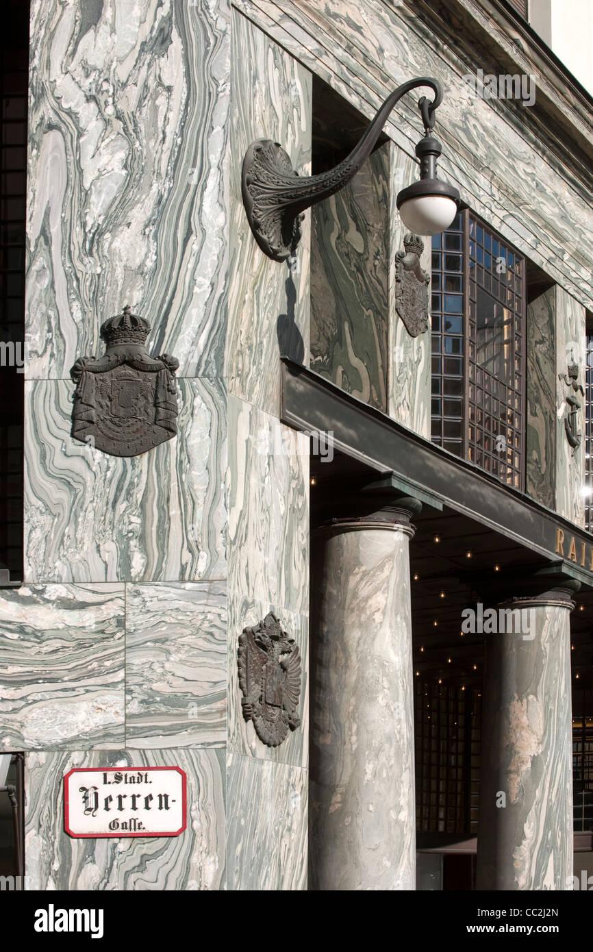 Österreich, Wien 1, Michaelerplatz, Detail am Loos-Haus (Haus ohne Augenbrauen), gebaut 1910/11 von Adolf Loos, - Stock Image