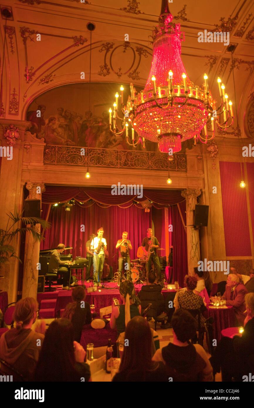 österreich Wien 7 Volkstheater Rote Bar Im Volkstheater Stock