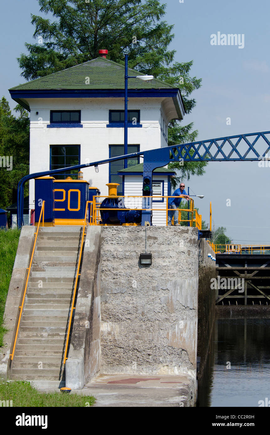 New York state, Erie Canal on the Mohawk river between Little Falls & Sylvan Beach. Canal station at lock 20 - Stock Image