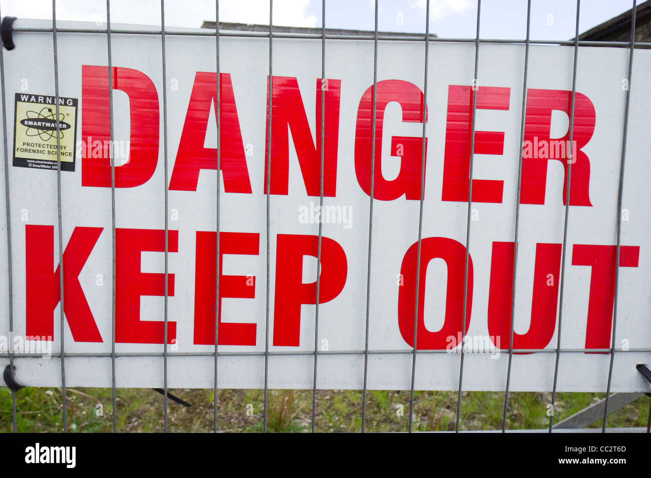 Sign 'Danger Keep Out' behind metal fence - Stock Image