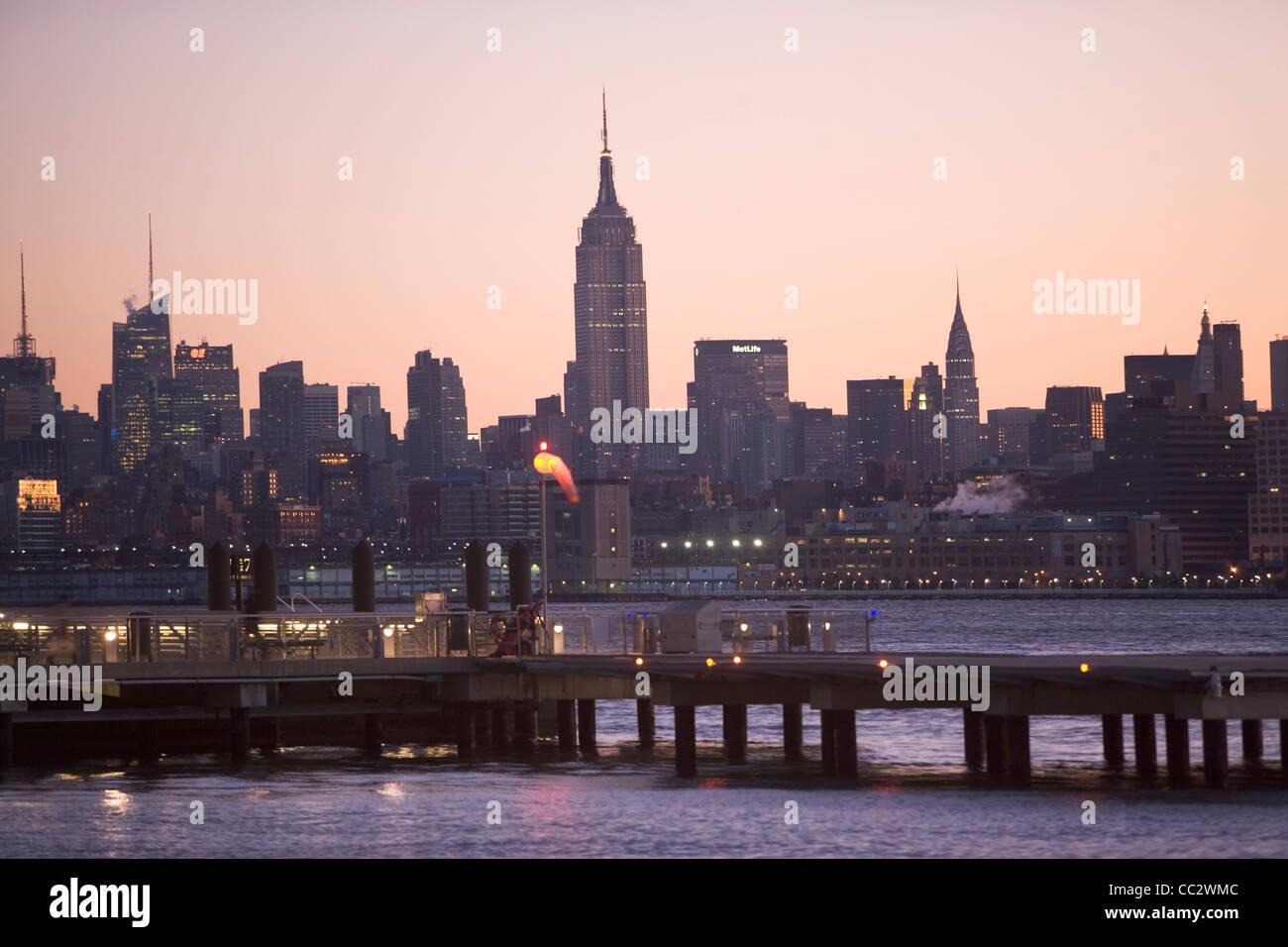 USA, New York City, Hudson River and Manhattan skyline - Stock Image