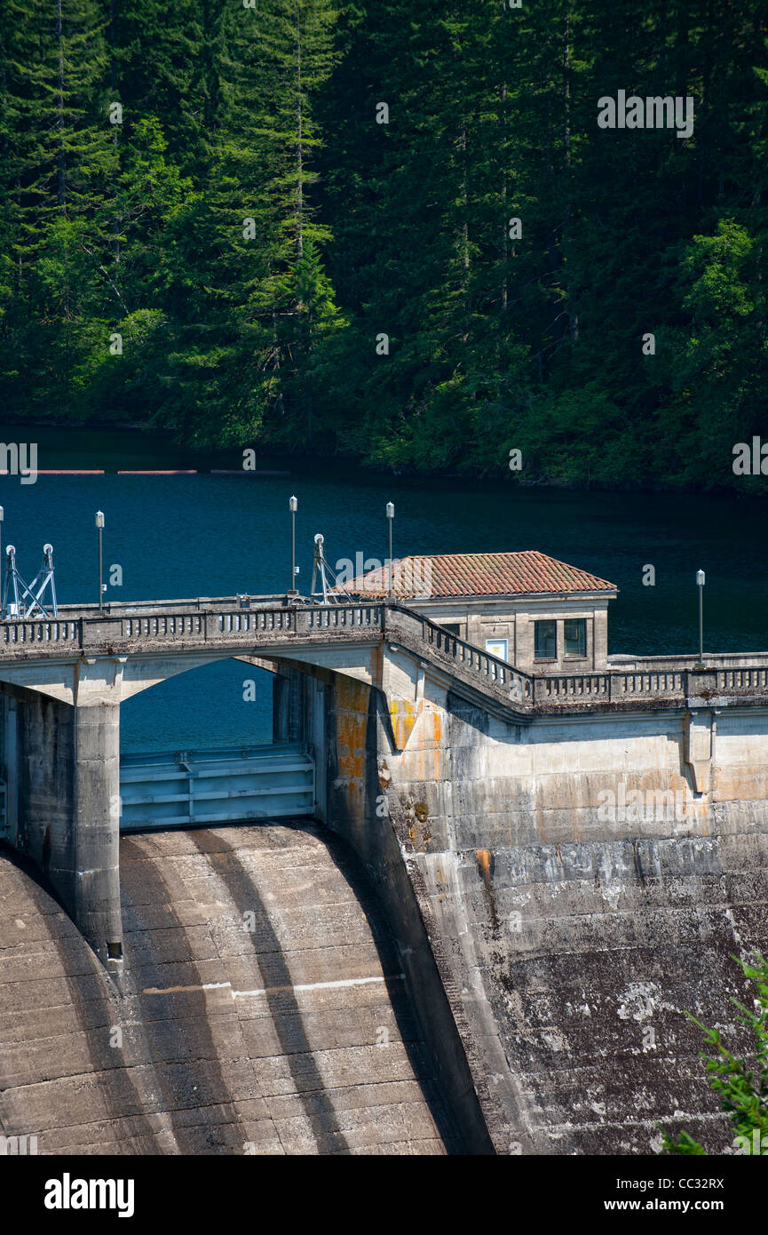 Spillway and spillway gates, Dam 1, Bull Run Watershed, Oregon - Stock Image