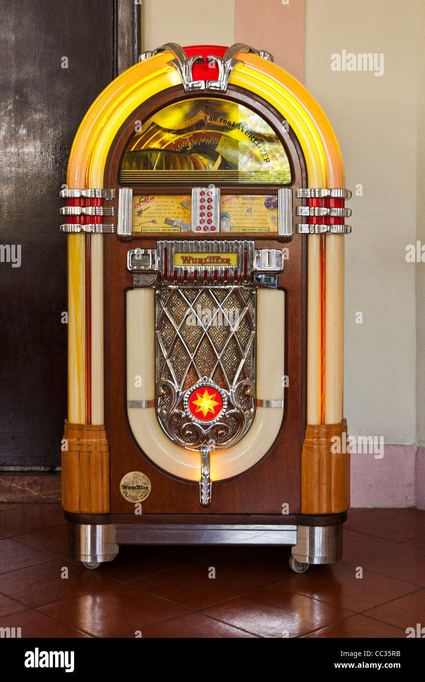 Uitgelezene A retro 1950's Wurlitzer jukebox pictured in the lobby/gallery of BK-25