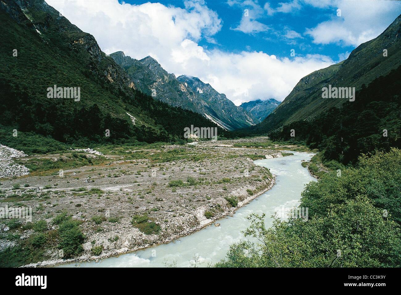 Bhutan - Himalaya. Lunana. Pho Chhu River Valley Stock Photo