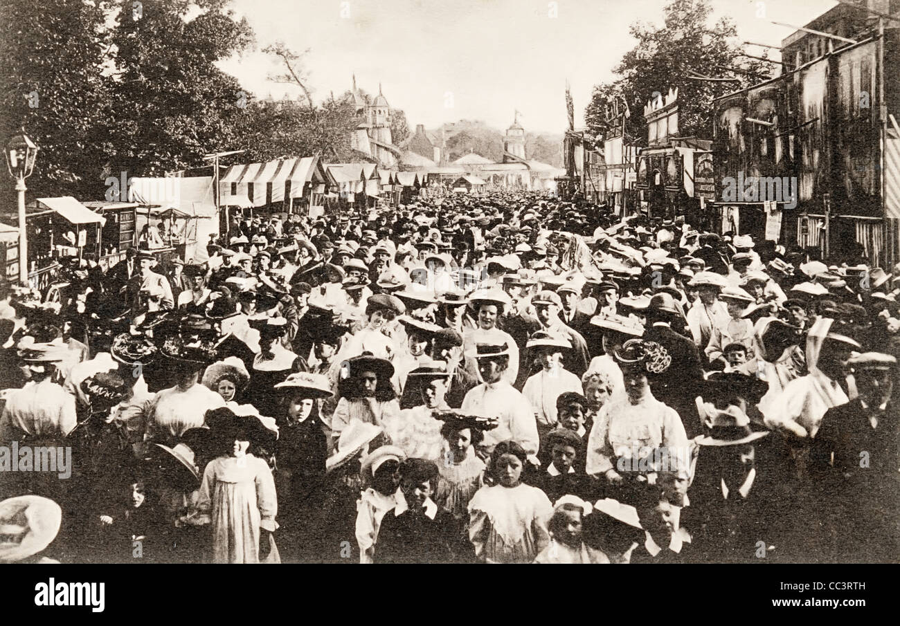 Crowds at St Giles Fair Oxford about 1910 - Stock Image