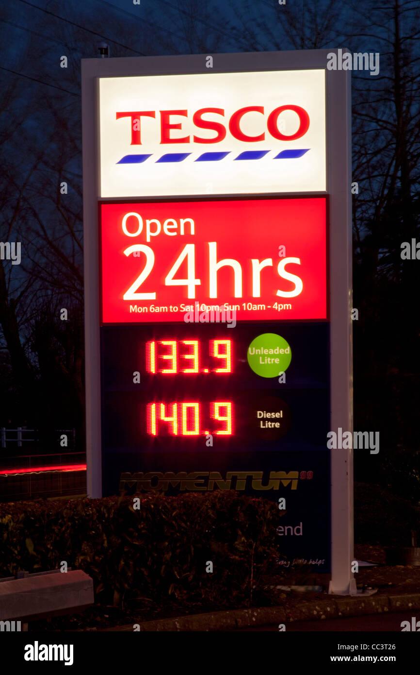 Tesco fuel petrol garage filling station at night - Stock Image