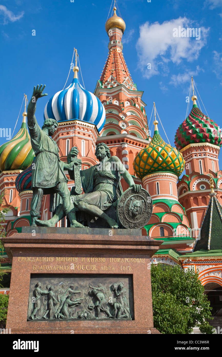 Russia, Moscow, Red Square, Statue of Kuzma Minin & Dmitry Pozharsky, St Basil's Cathedral - Stock Image