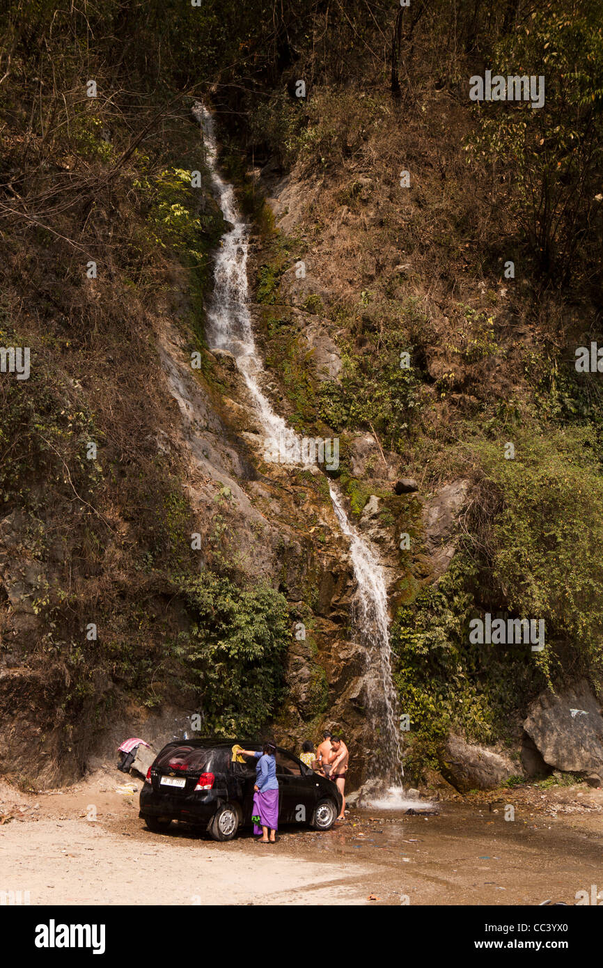 India, Arunachal Pradesh, Yazali, family washing car and showering in Himalayan mountain waterfall - Stock Image