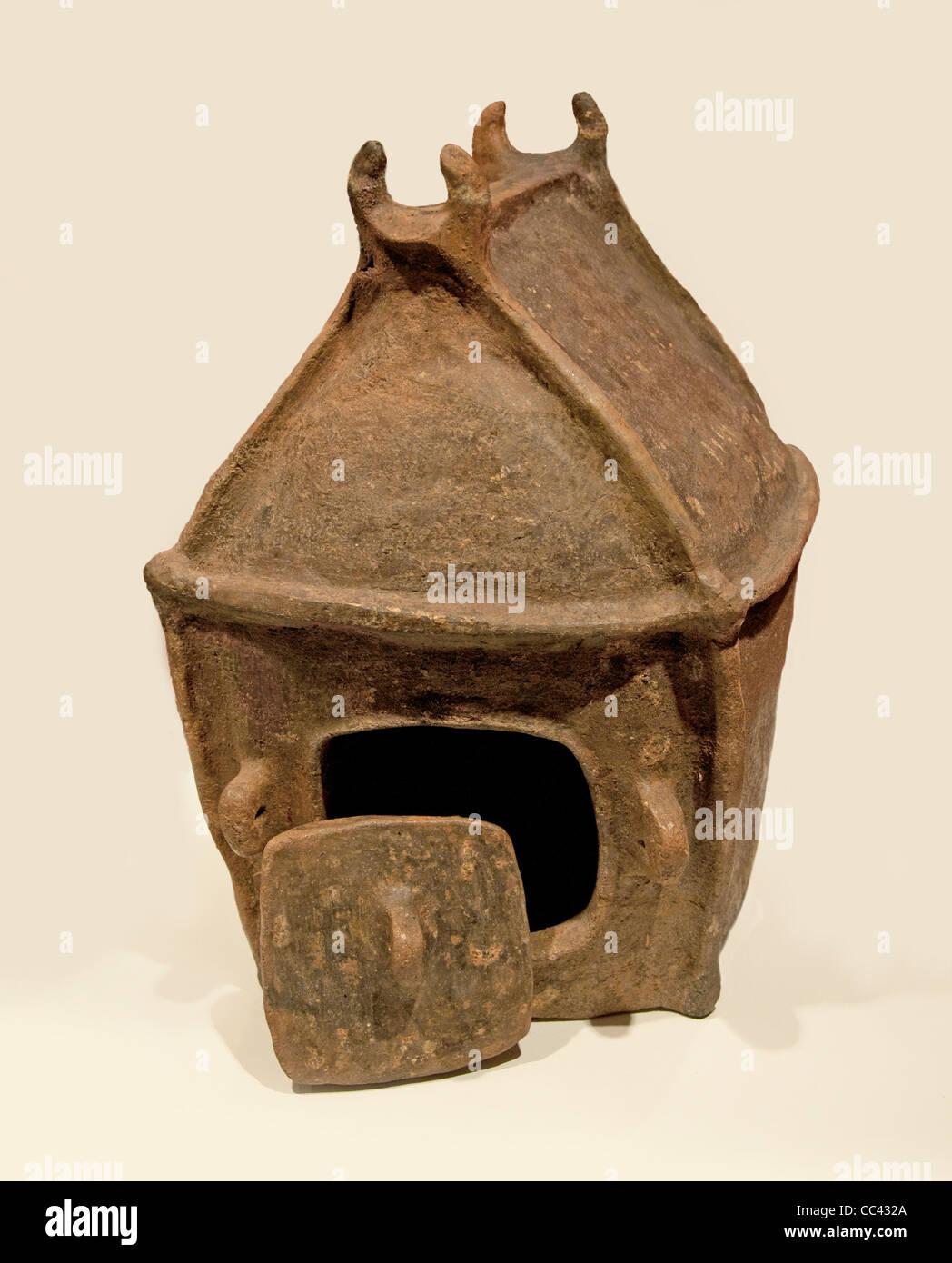 Etruscan  female cabin urn funerary urn Italy Villa Nova  900 - 700 BC - Stock Image