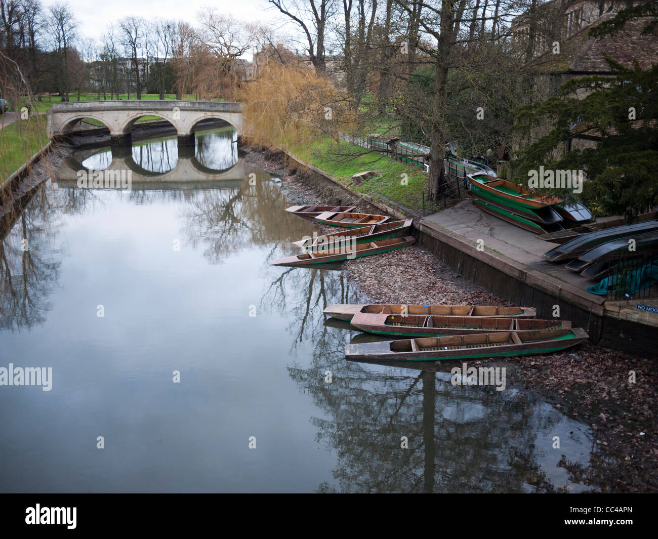 The River Cam in Cambridge with very low water levels as it is drained for maintenance and clearance work. - Stock Image