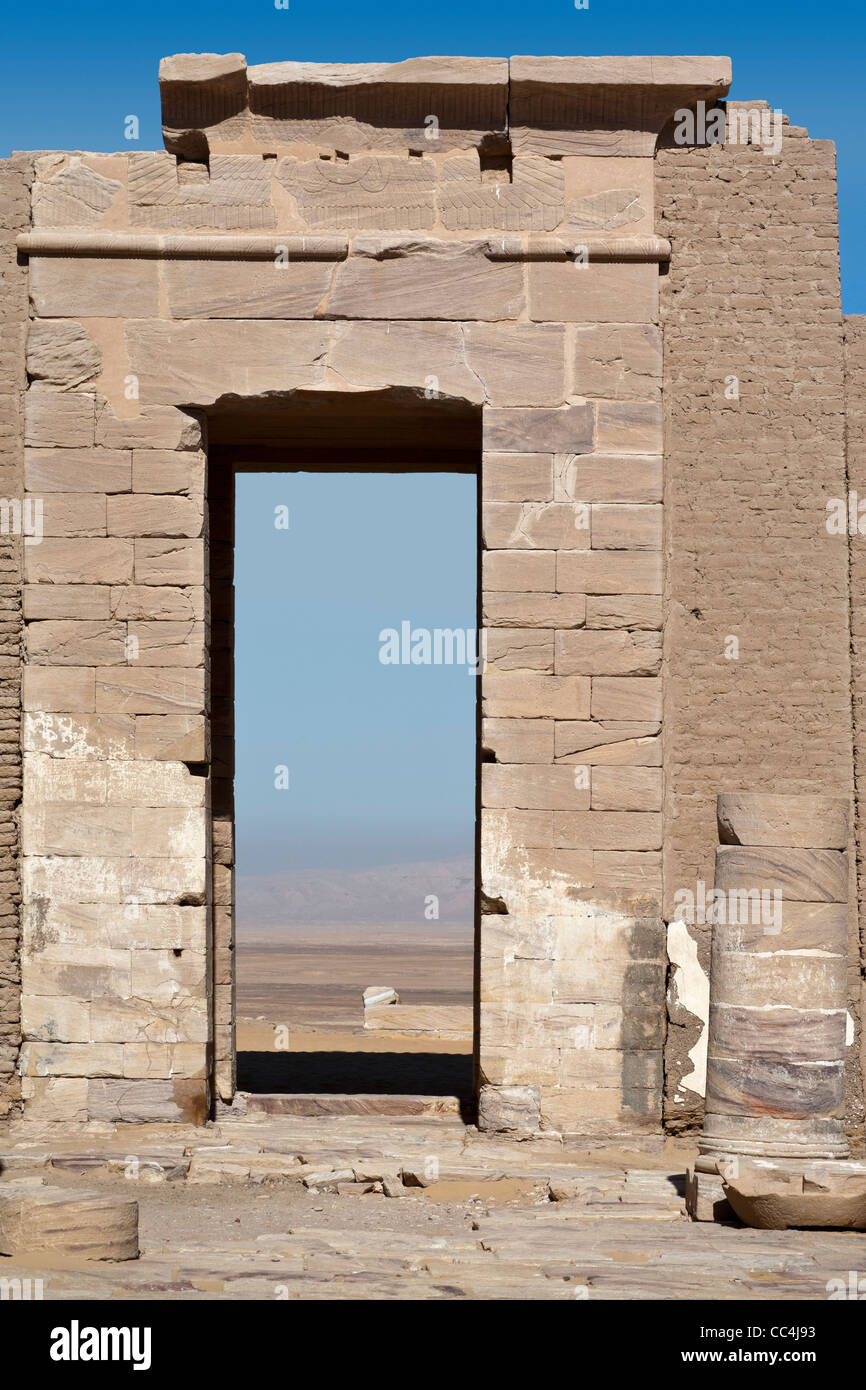 Entrance way at the Roman fortress and Temple of Dush, South of Kharga Oasis, Western Desert of Egypt - Stock Image