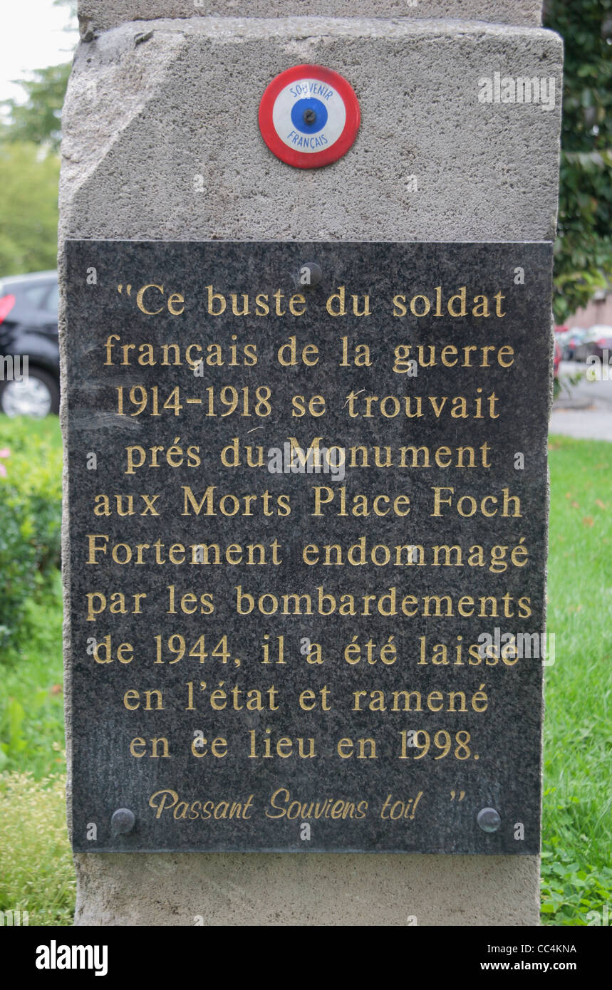 Memorial plaque on a First World War memorial, Cours de Verdun, Arras, France. - Stock Image