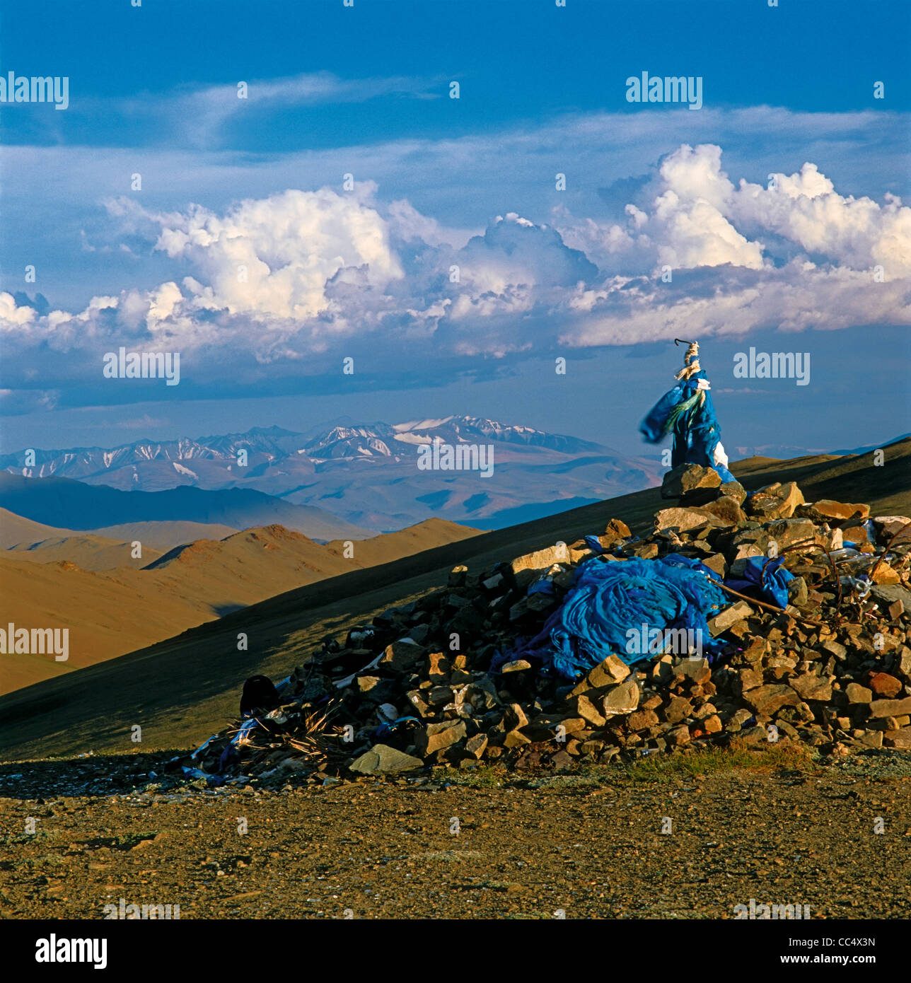 Obo - traditional Mongolian cult construction. Top of the Obotyn-Daba (Dava) Pass. Bayan-Ulgii aimag (province). Stock Photo