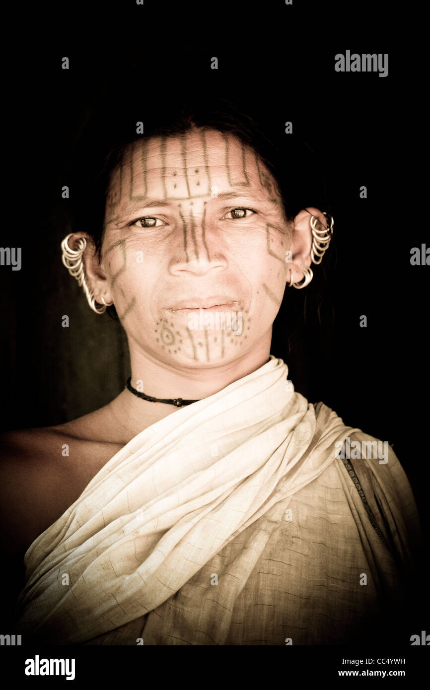 Portrait of a traditional Kutia Kondh tribeswoman at a remote village near Baliguda in Orissa, Eastern India. - Stock Image