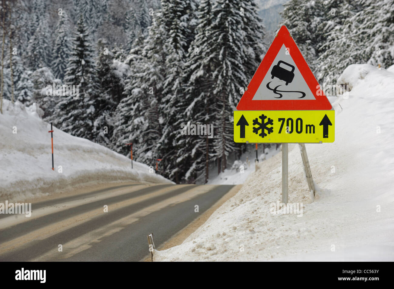 traffic sign warns of snow and ice - Stock Image