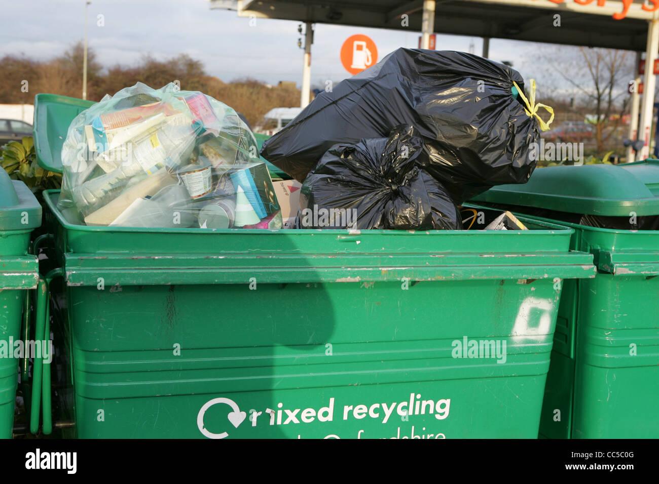mixed recycling centre at sainsburys didcot jan 2012 - Stock Image