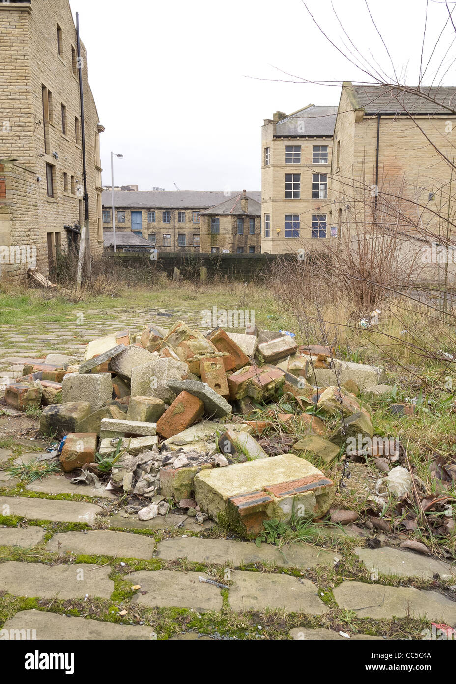 Urban Decay in Bradford - The area around the old mill factories - Stock Image