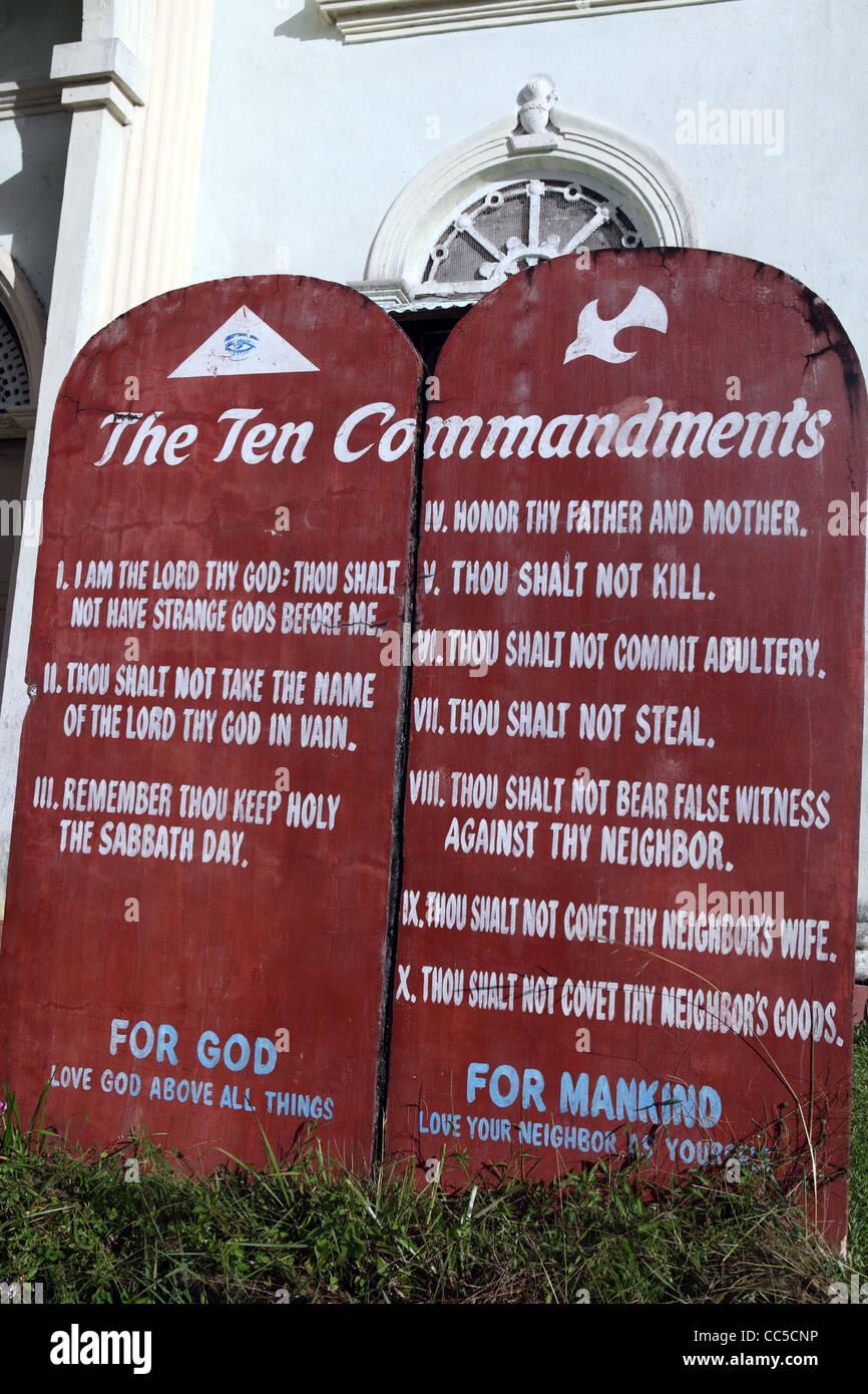 Sign outside Catholic Church of the ten commandments. Tagbilaran, Bohol Island, Bohol, Central Visayas, Philippines - Stock Image