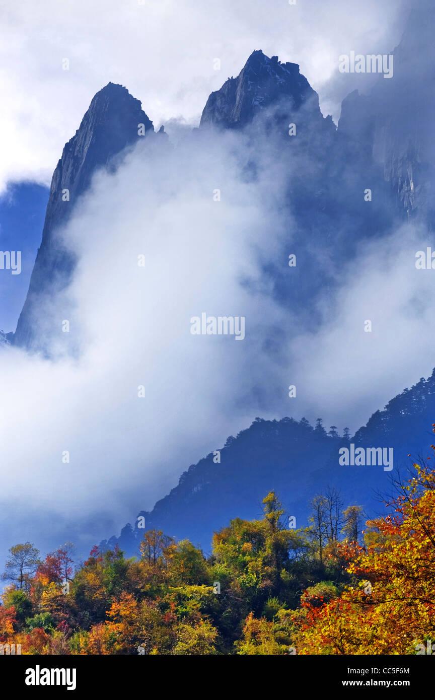 Mountain range, Swallow Ditch, Garze Tibetan Autonomous Prefecture, Sichuan , China - Stock Image