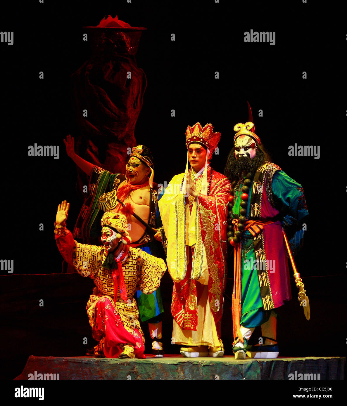 Peking opera actors performing a scene of the Journey to the West, Beijing, China - Stock Image