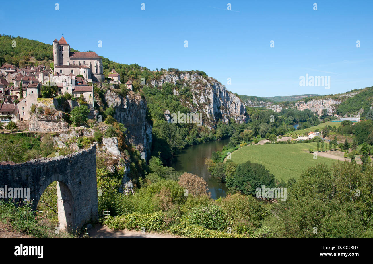 One of the most beautiful villages in France, Saint-Cirq Lapopie with a view over the river Lot. Stock Photo