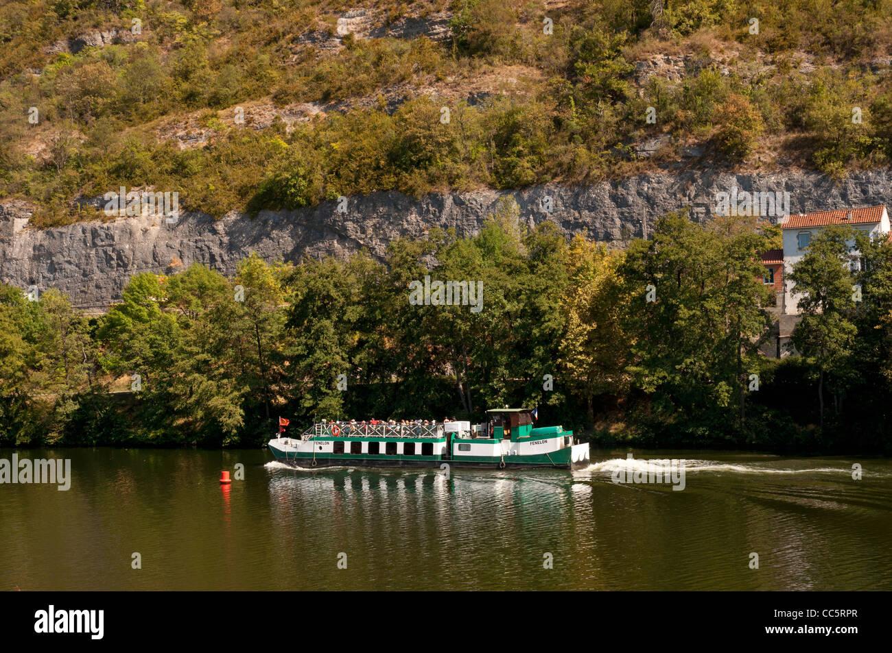 River tourist cruising boat Fenelon on River Lot in the Périgord region of France - Stock Image