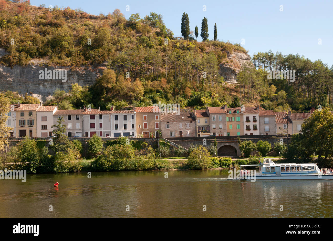 Colourful houses along the river Lot in the Périgord region, in France Stock Photo