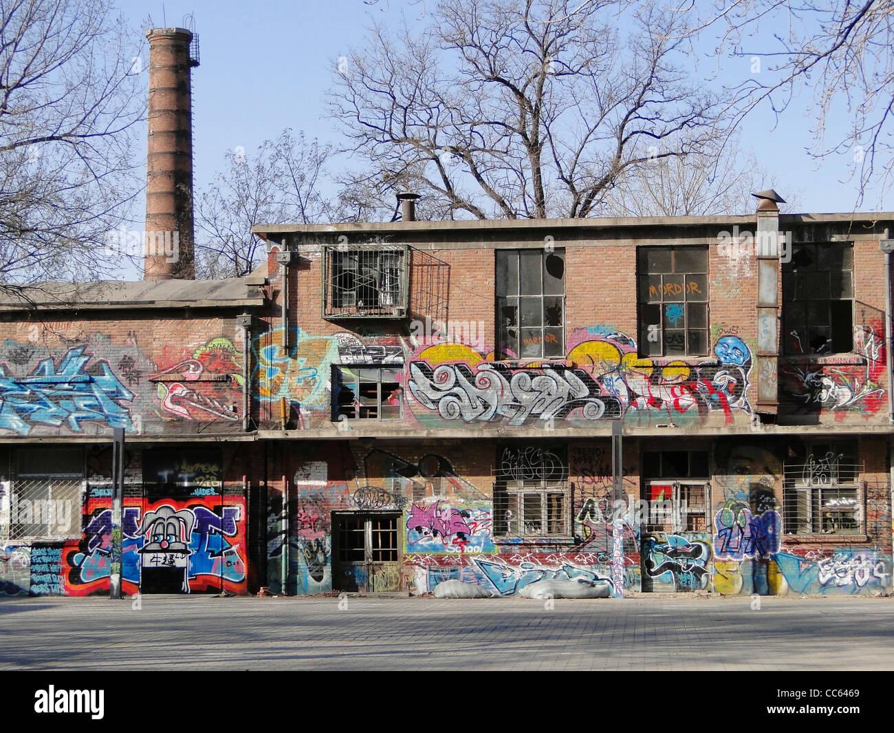 Abandoned workshop painted with graffiti, 798 Art Zone, Beijing, China - Stock Image