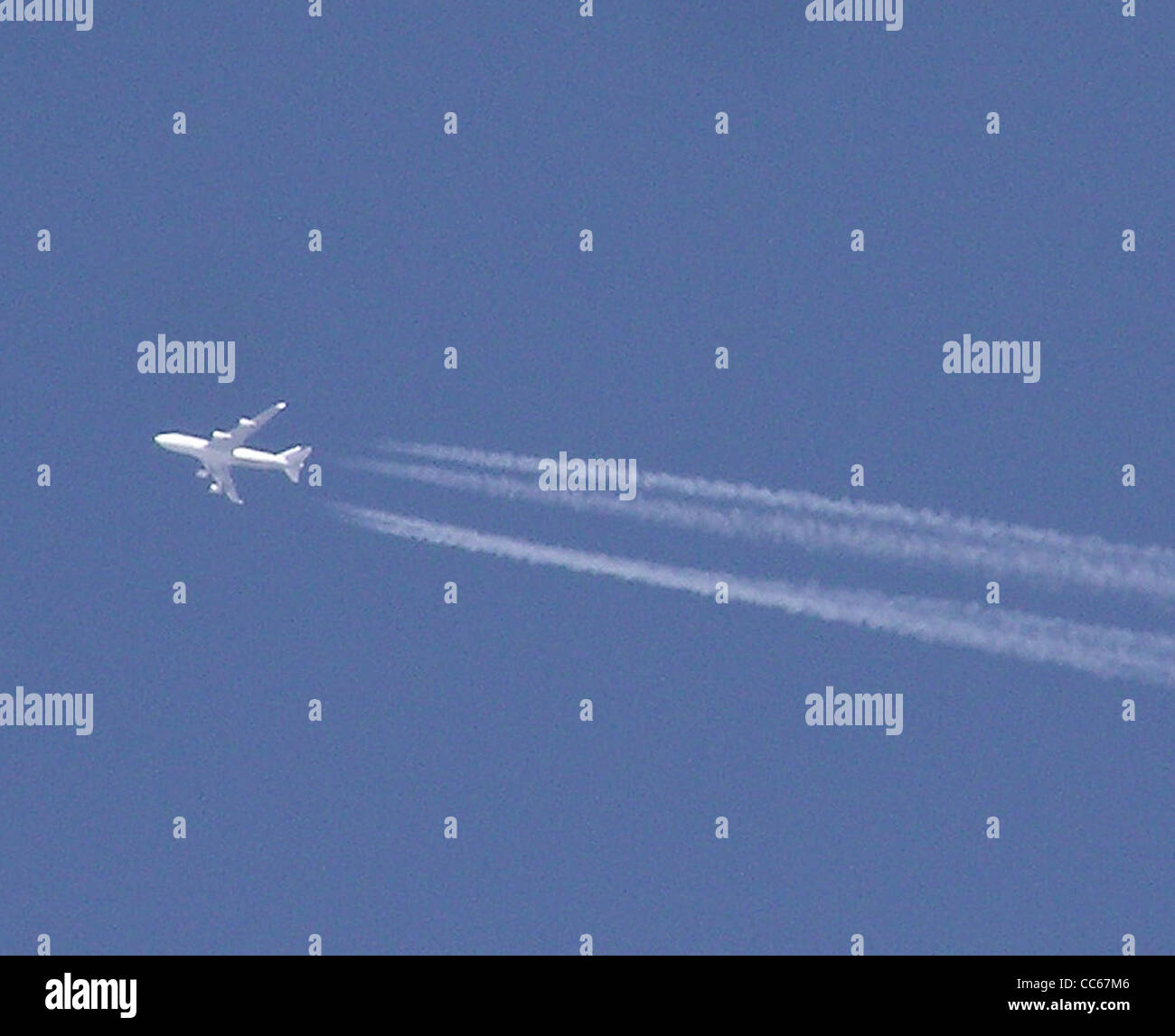 Aircraft in cruise at roughly 35,000 feet above Bristol, England. - Stock Image
