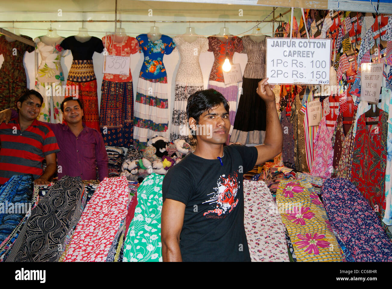 Sales Man in a Cloth shop (Garments Shop) (Exclusive shop for Indian Jaipur cotton capreey ) showing very low price - Stock Image