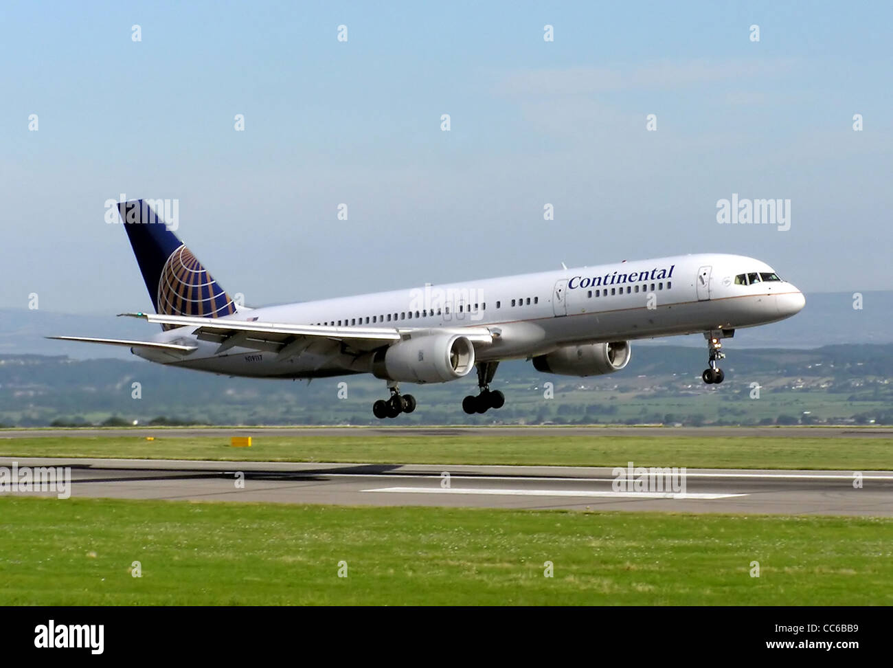 Continental Airlines Boeing 757-200 (US registration N19117, built 1996) lands from New York at Bristol International - Stock Image