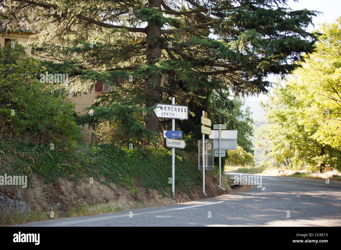 A road sign points the way to Menerbes, France - Stock Image