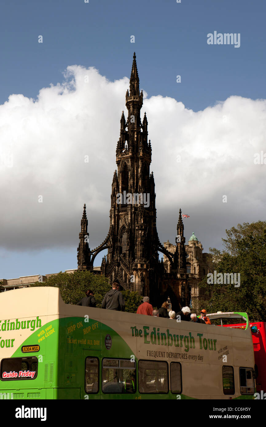 Edinburgh Tour bus with the Scott Monument in the background - Stock Image