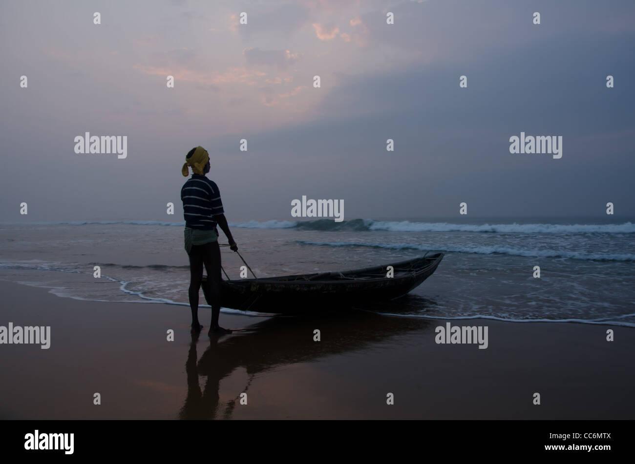 FISHING MAN WITH HIS BOT , ORISSA, PURI, INDIA - Stock Image