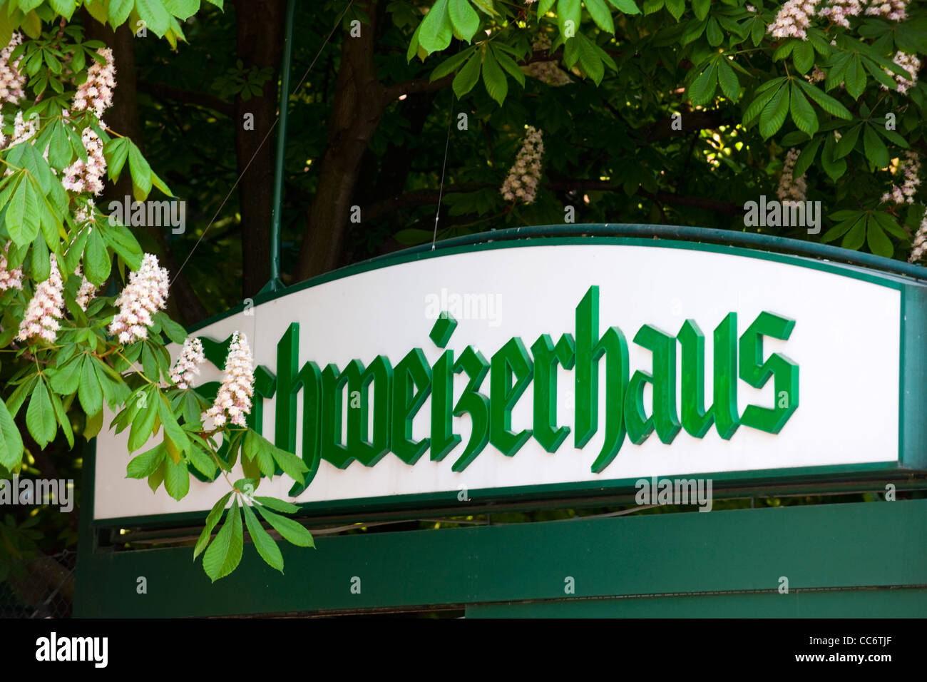 Österreich, Wien II, Prater, Vergnügungspark Wurstelprater, Schweizerhaus - Stock Image
