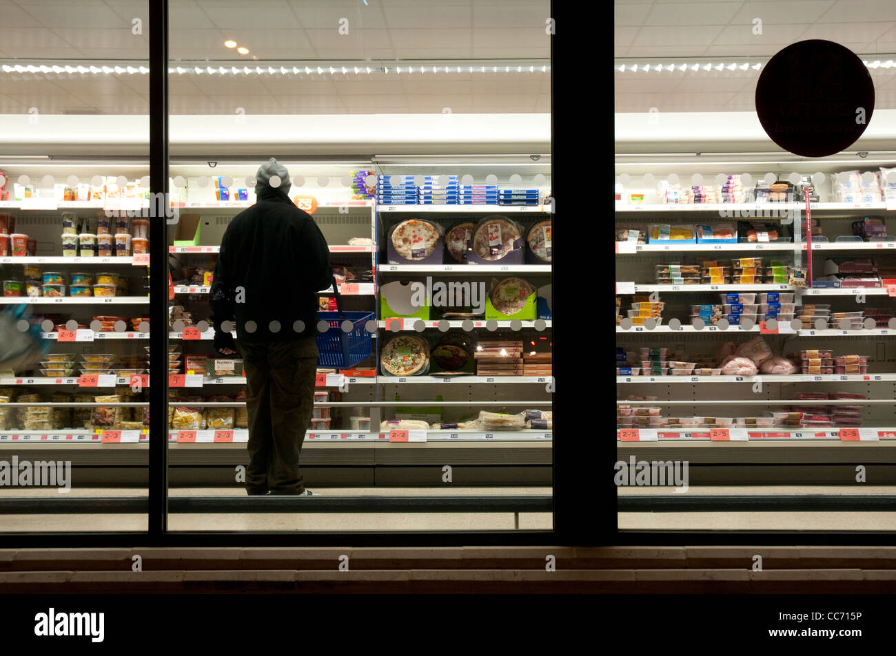 Supermarket at night photographed from outside - Stock Image