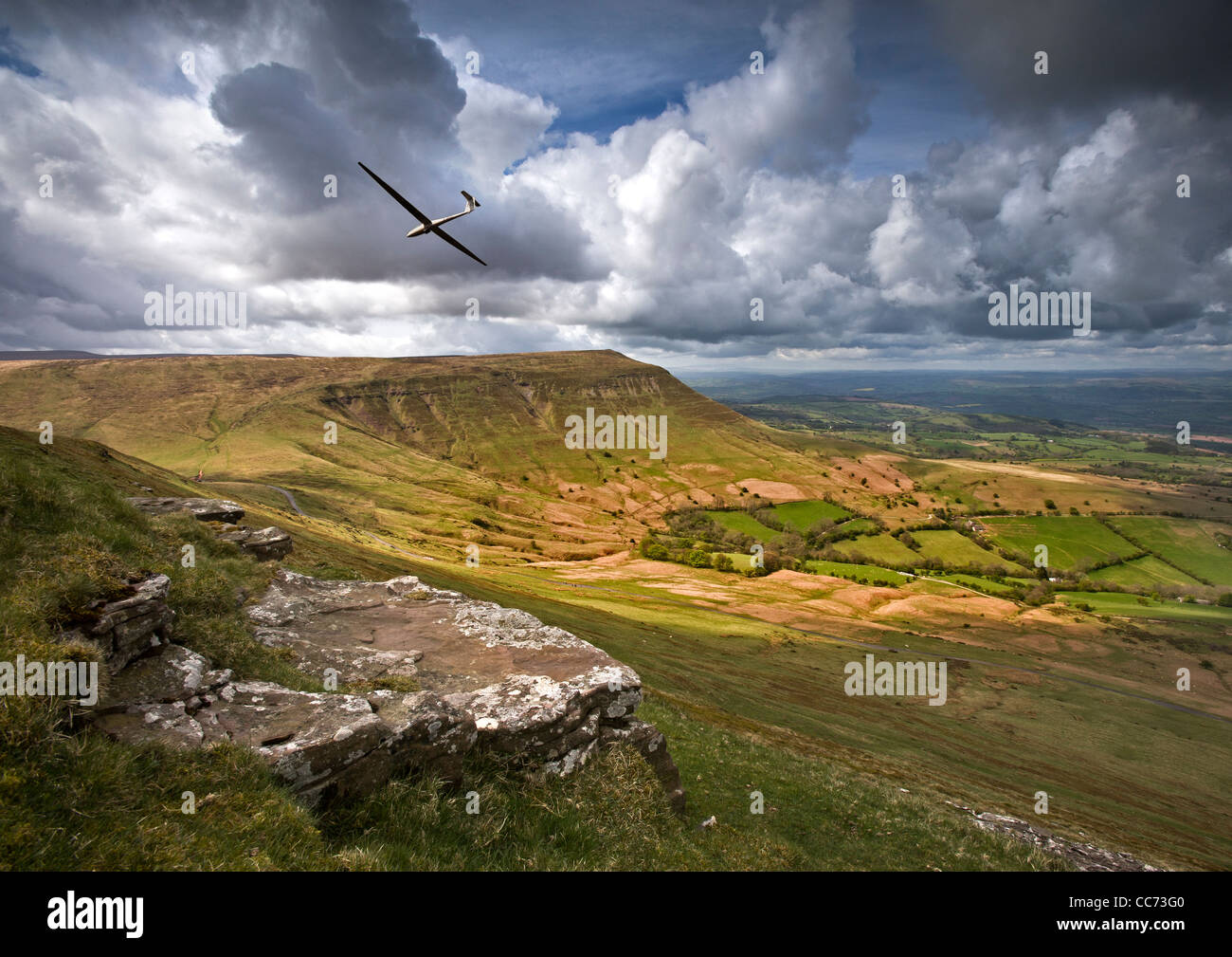 Glider over Hay Bluff in the Black Mountains, Wales - Stock Image