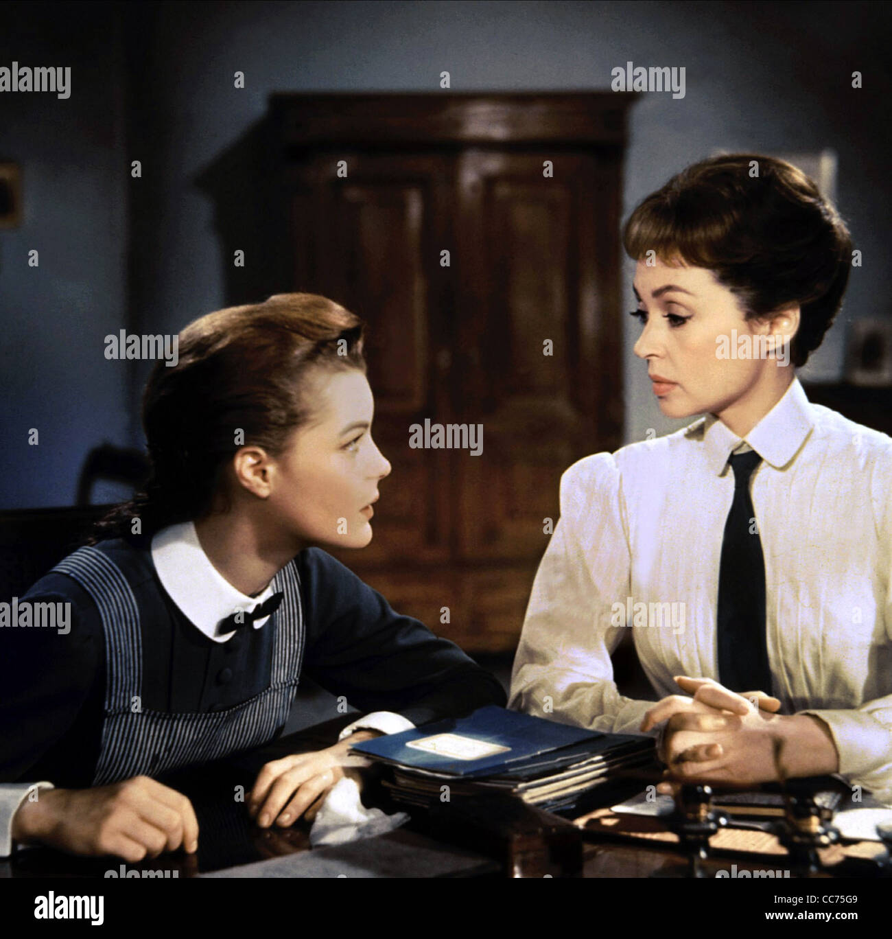 ROMY SCHNEIDER, LILLI PALMER, MAEDCHEN IN UNIFORM, 1958 Stock Photo