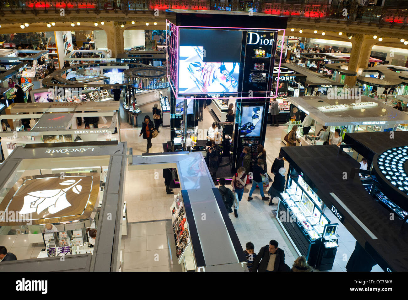 paris france shopping crowd inside galeries lafayette department stock photo 41954730 alamy. Black Bedroom Furniture Sets. Home Design Ideas