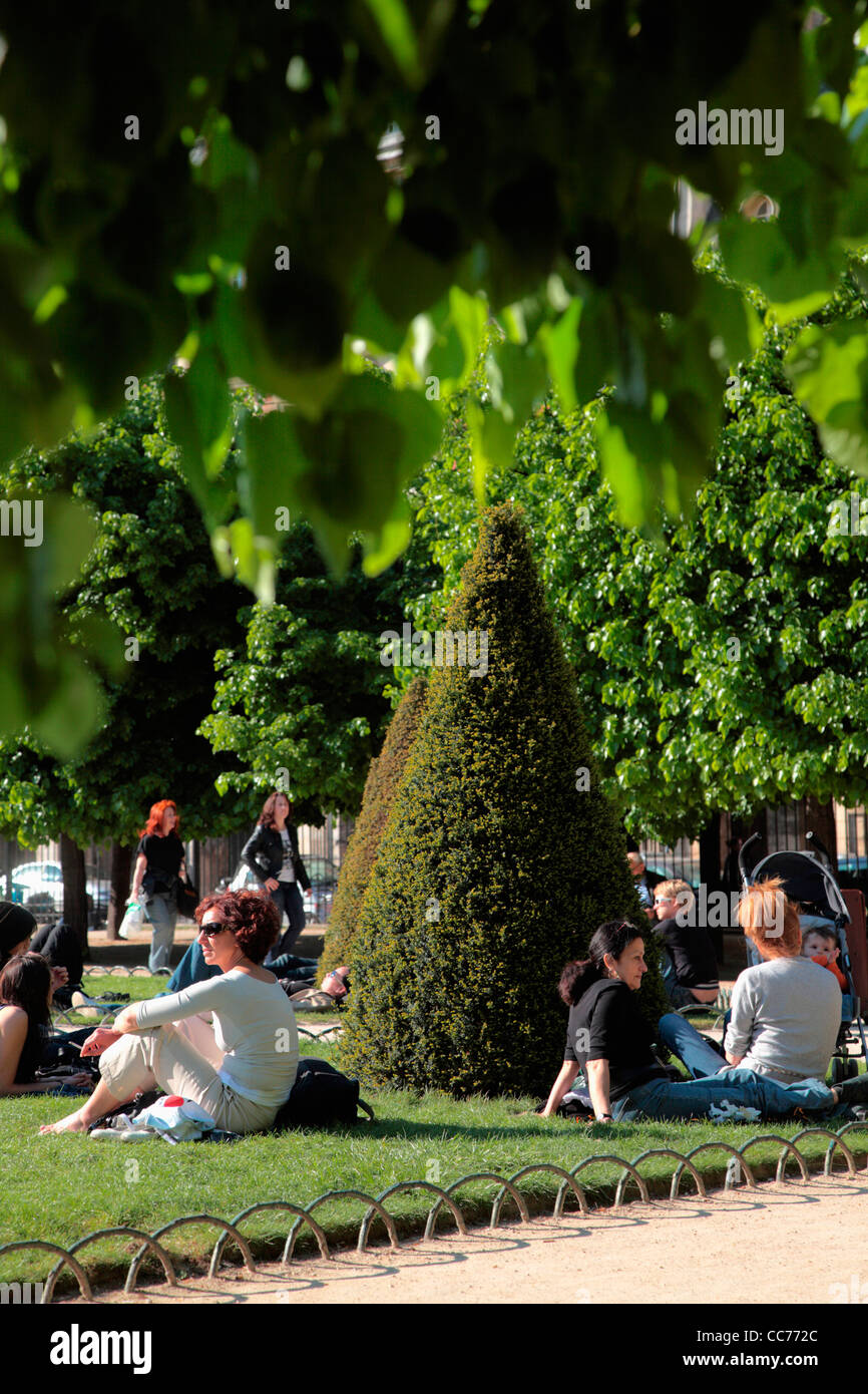 France, Paris, People relax in the garden of Place des Vosges - Stock Image