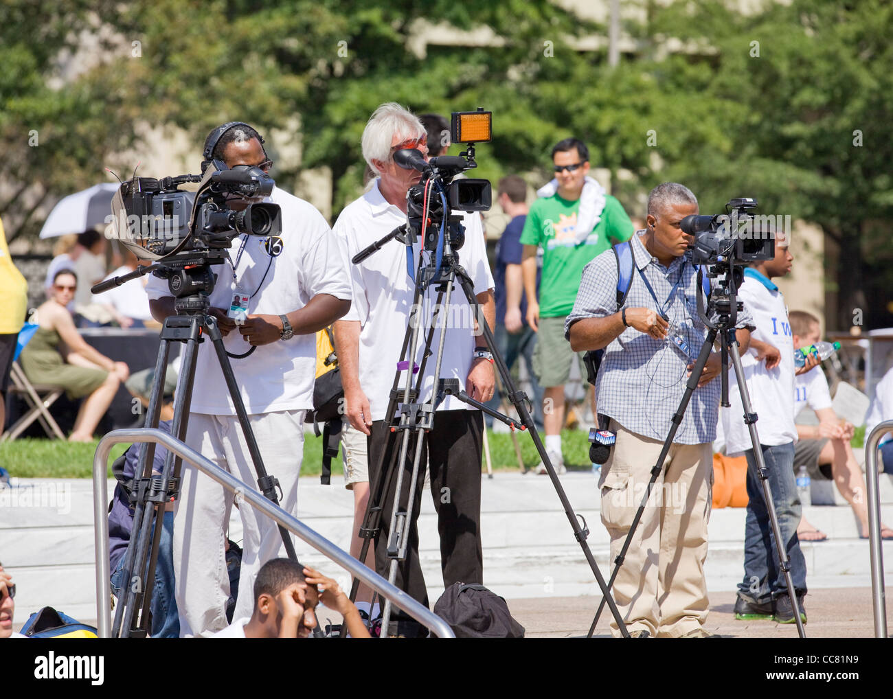 News cameramen lined up at an outdoor event - USA - Stock Image