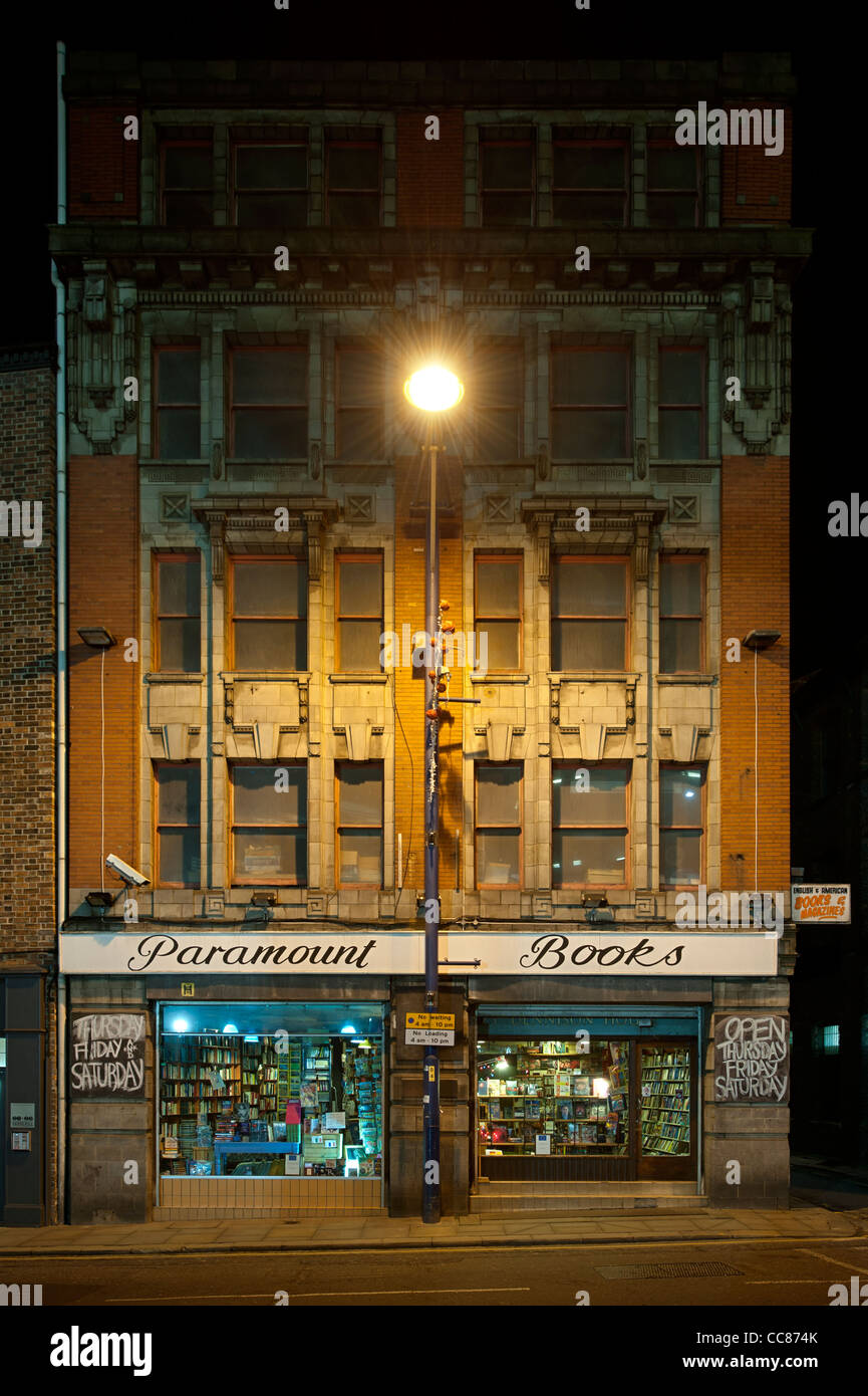 Night time second-hand bookshop, Paramount Book Exchange, located on Shudehill in Manchester city centre. - Stock Image