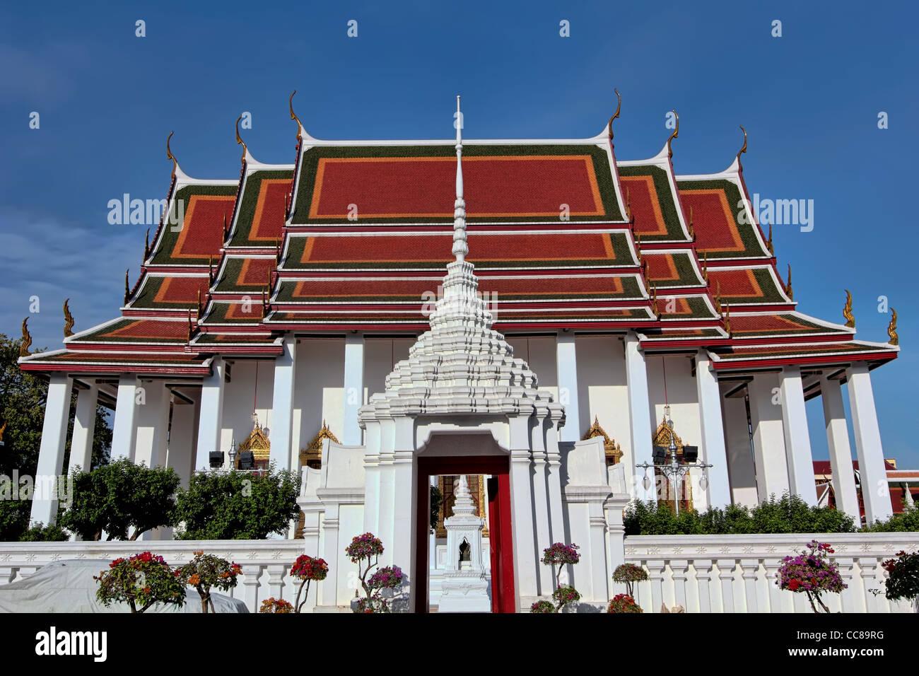 View of Main Bot/Wihan (Temple Hall) at Wat Ratchanadda - Stock Image