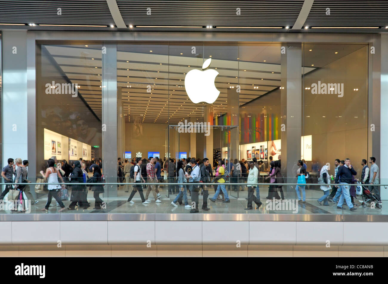 Apple Store Uk Stock Photos & Apple Store Uk Stock Images - Alamy