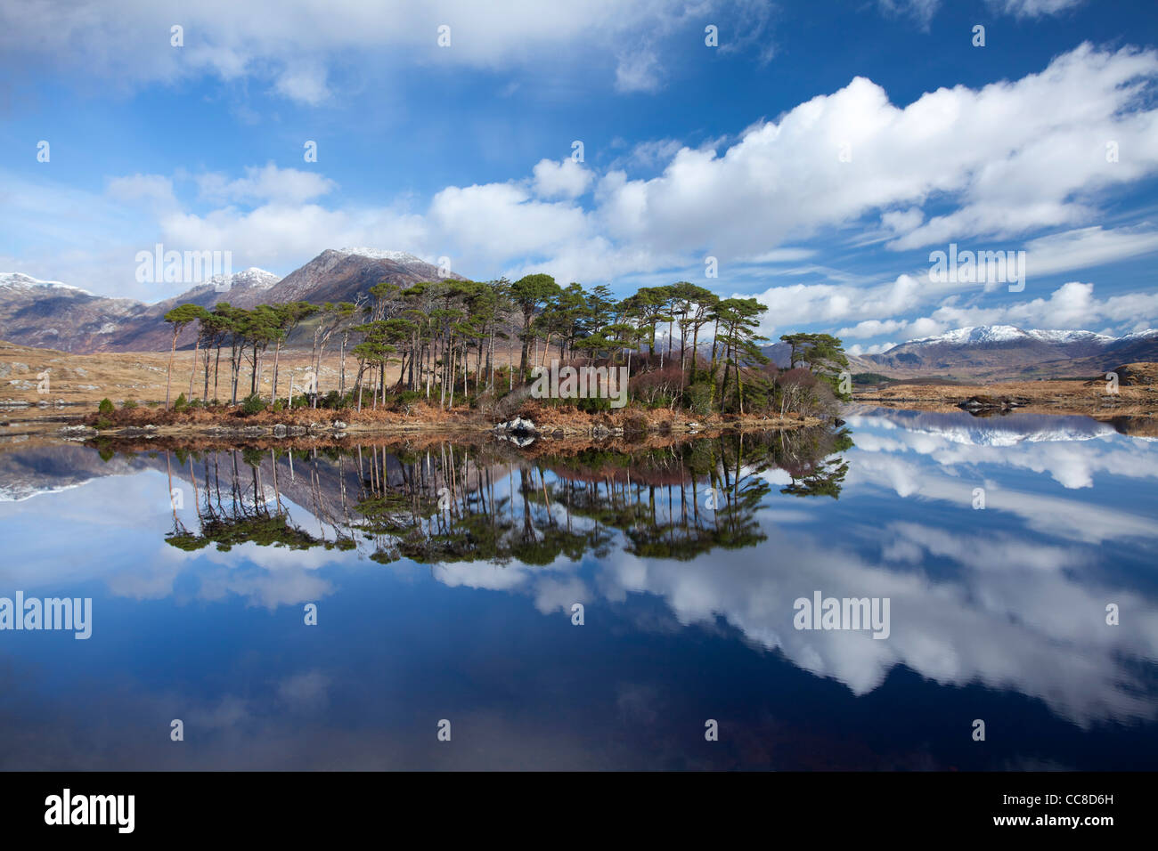 Winter reflection of the Twelve Bens in Derryclare Lough, Connemara, County Galway, Ireland. - Stock Image