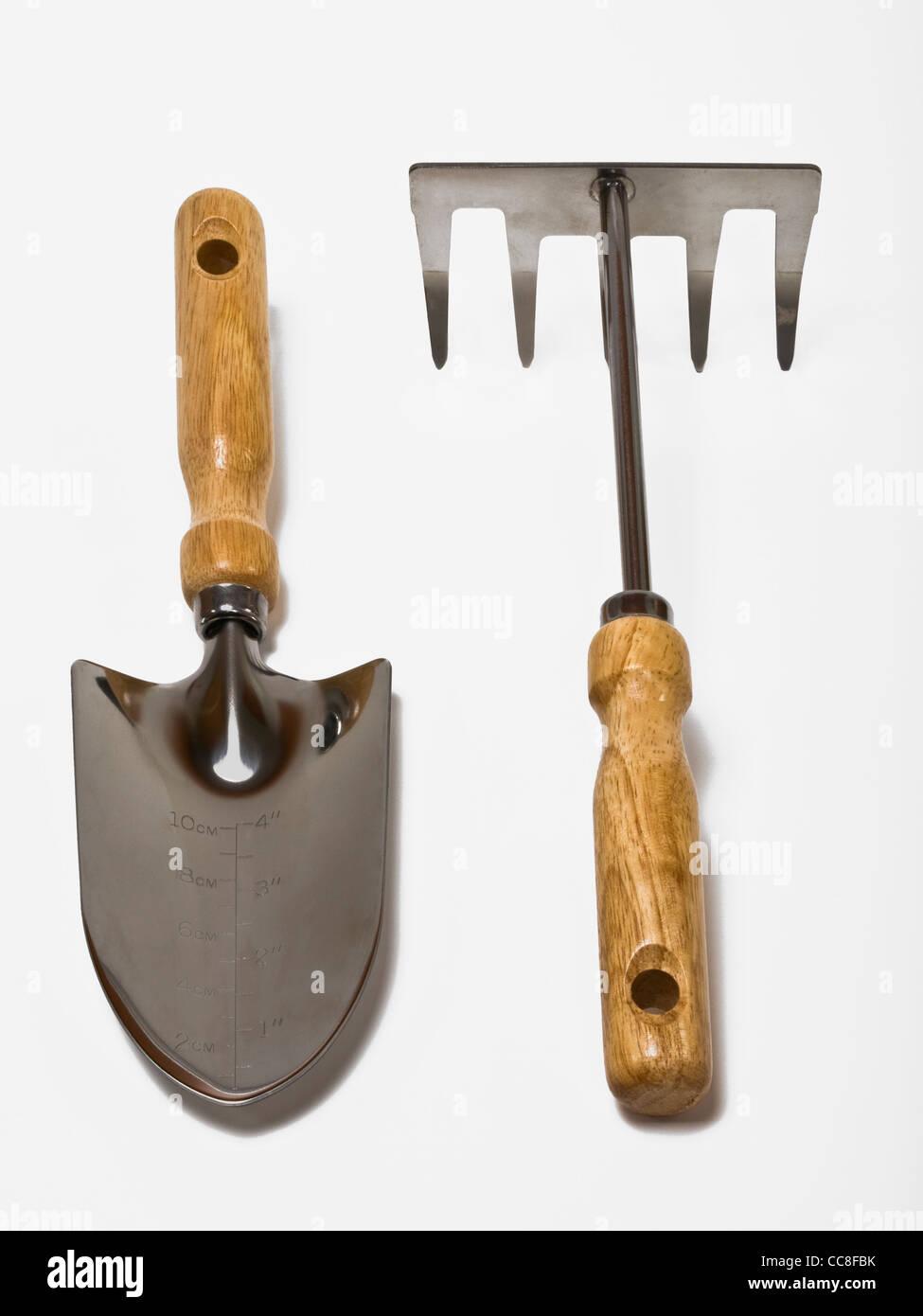 Detailansicht von Handspaten und Handrechen | Detail photo of a hand spade and a hand rake - Stock Image