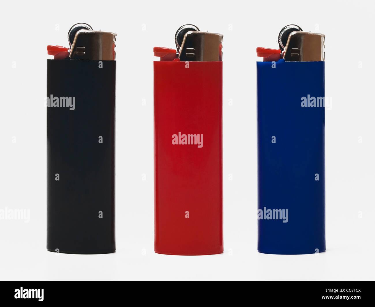 drei senkrecht stehende Feuerzeuge | three pocket lighters upright - Stock Image