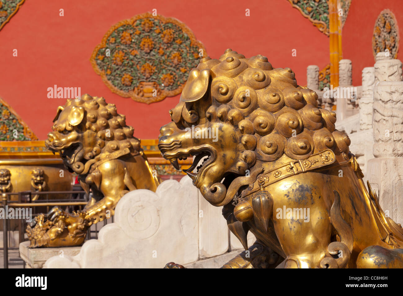 Bronze lion and lioness at the Gate of Celestial Purity. Forbidden City, Beijing - Stock Image
